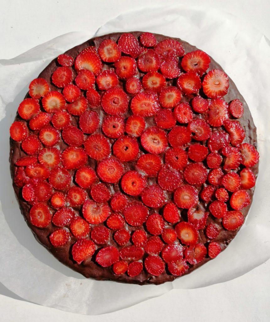 Torta od uskrsnih čokoladica i jagoda
