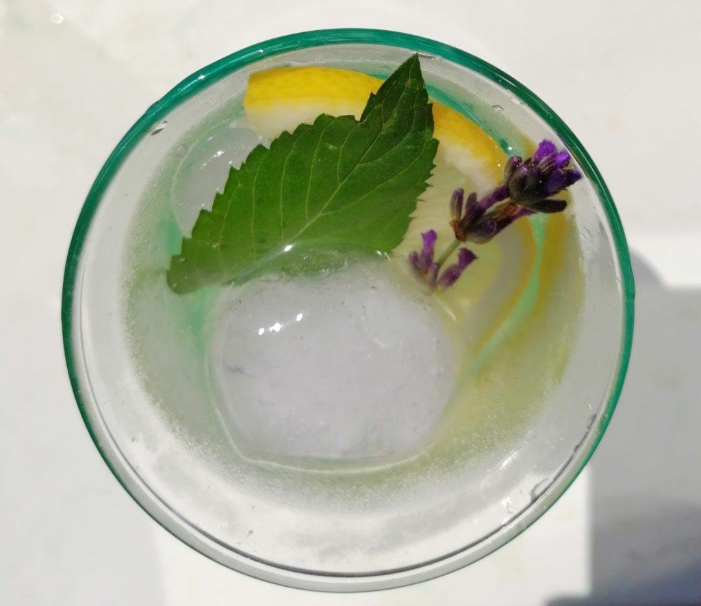 Limunada od lavande kao ljetno osvježenje
