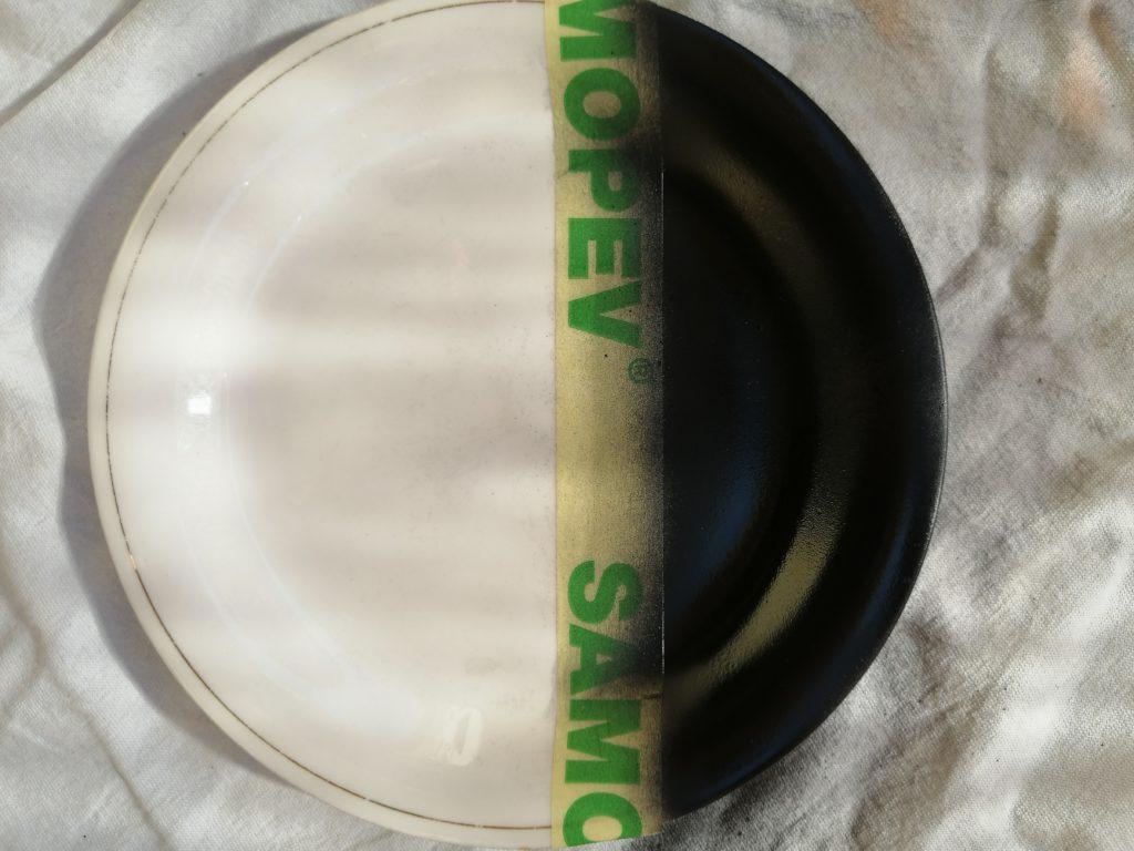 Nanesen sprej u boji na tanjur