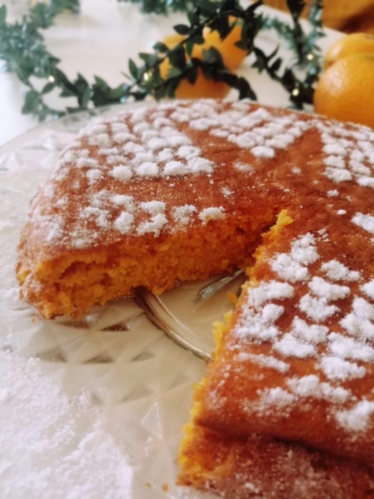 Presjek torte sa mrkvom i mandarinama Izy pizy
