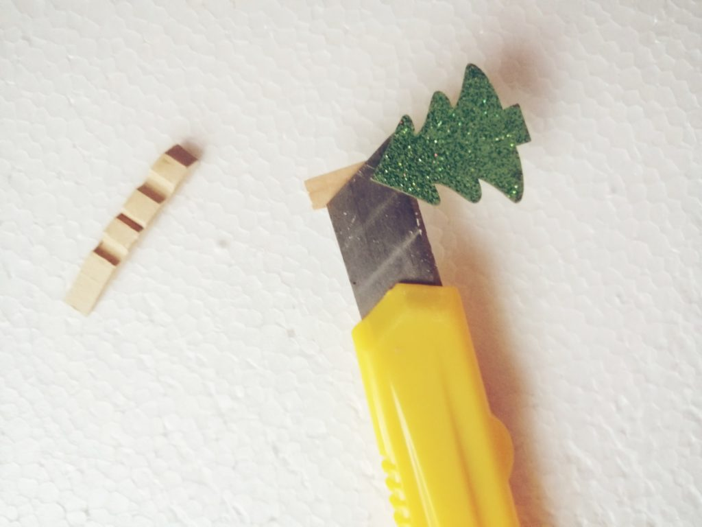 Bespotrebno micanje borića sa kvačice, a sve što vam treba je ovaj drveni dio u kutu :)
