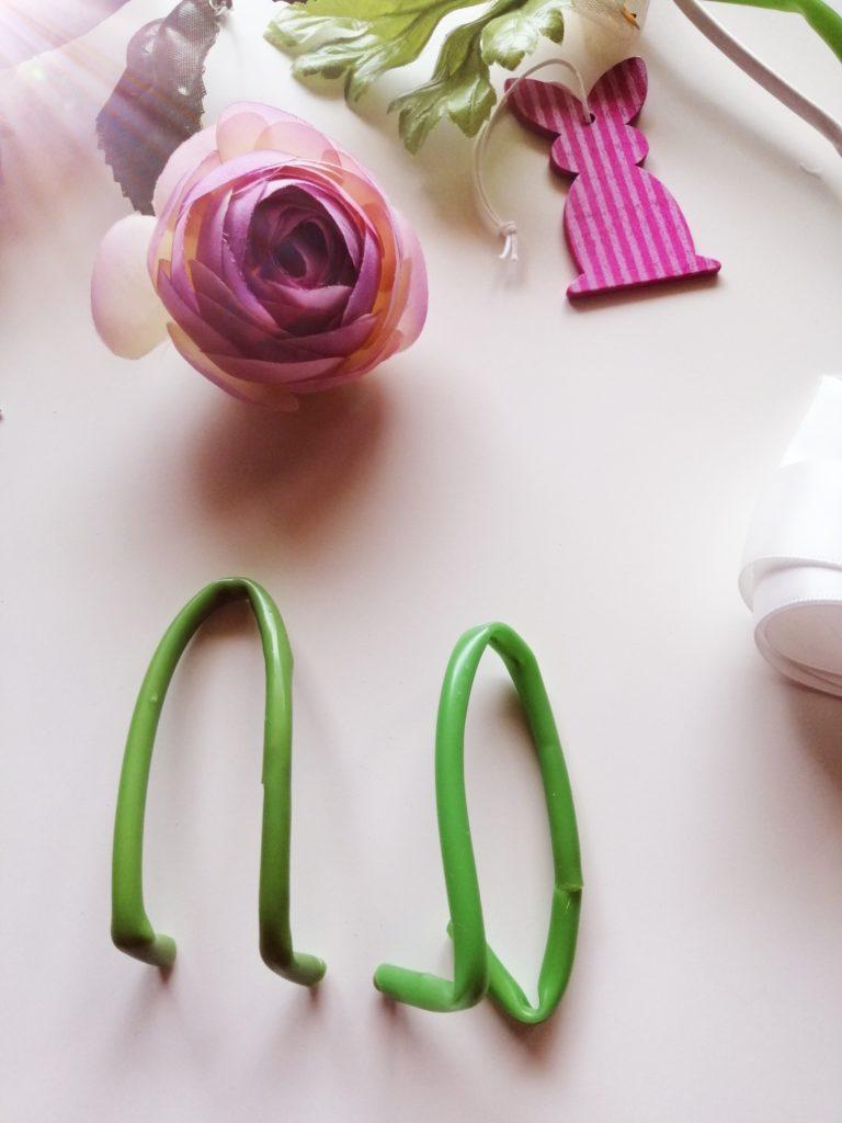 Plastične stabljike cvjetova formirane u uha
