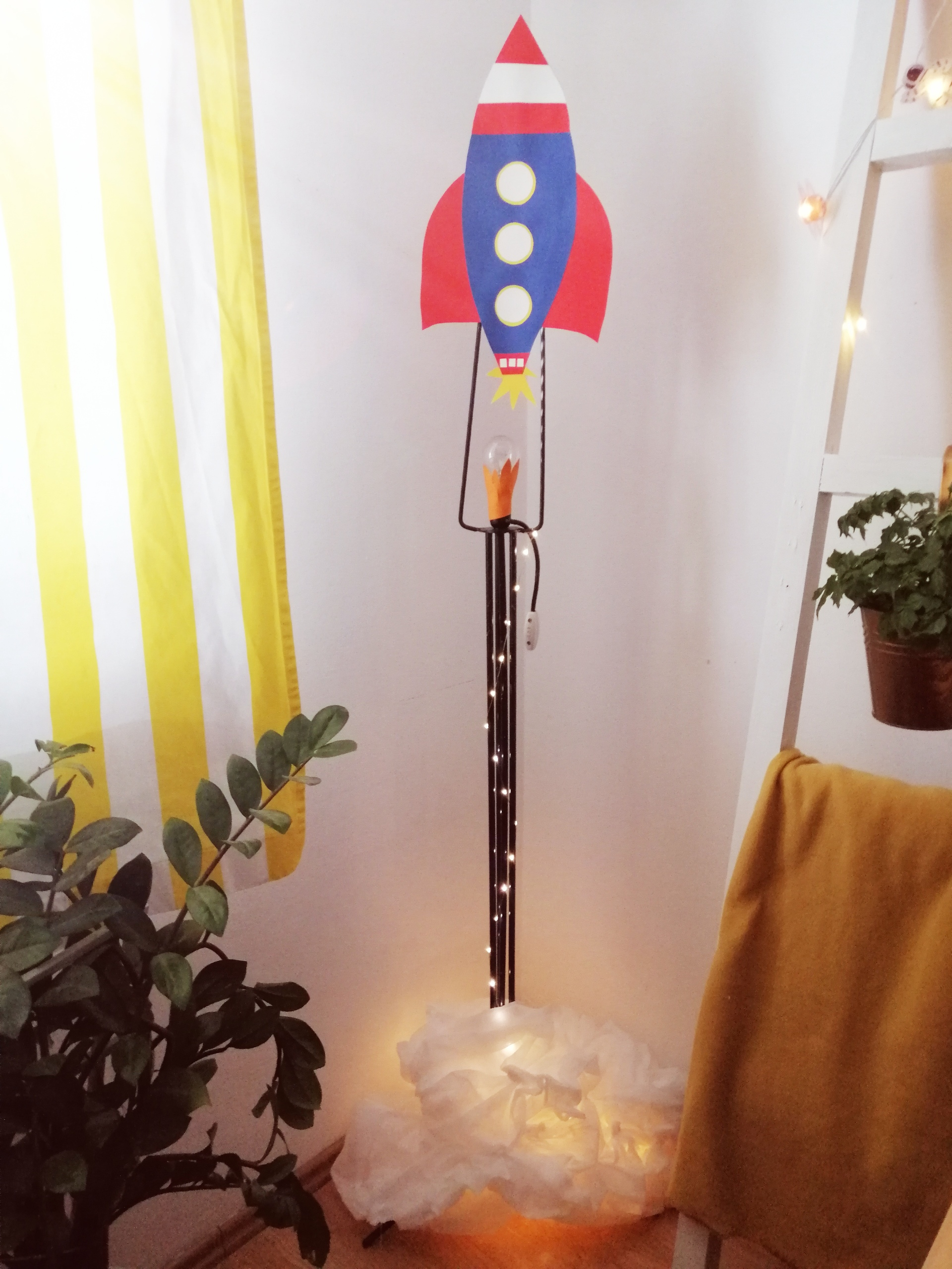 DIY Kako staru lampu pretvoriti u atraktivnu lampu -raketu?